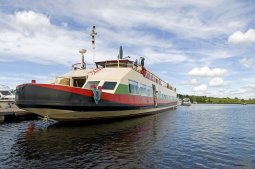 LuxeGetaways - Luxury Travel - Luxury Travel Magazine - Barge Cruise - Abercrombie and Kent - A&K - Geoffrey Kent - France Barge Cruises - Holland Barge Cruise