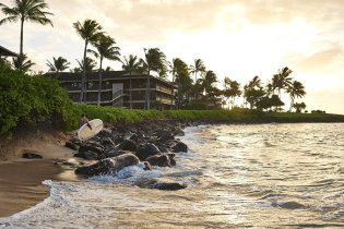 LuxeGetaways - Luxury Travel - Luxury Travel Magazine - Romantic Travel Getaways - Hawaii - Koa Kea Hotel - morning surf