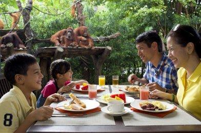 LuxeGetaways - Luxury Travel - Luxury Travel Magazine - Katie Dillon - LaJolla Mom - Family Travel - Singapore - Singapore Zoo