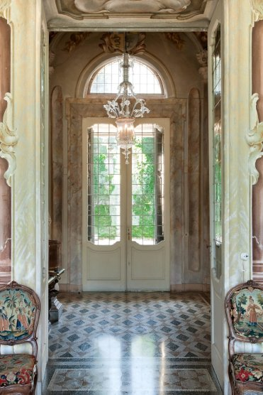 LuxeGetaways - Luxury Travel - Luxury Rental Villa - Luxury Villas - Villa Sola Cabiati Entryway