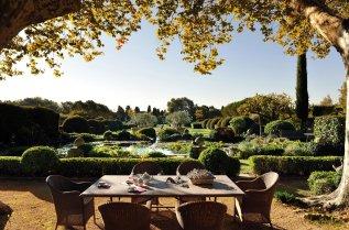 LuxeGetaways_Domaine-d-Ares_Provence_Luxury-Villa_Over-The-Top-Luxury-Villas