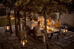 LuxeGetaways - Luxury Rental Villa - Villa Monteverdi - Patio Dining