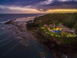 LuxeGetaways_Wavi-Island_luxury-villa-fiji-sunset
