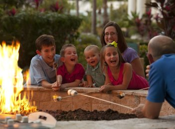 LuxeGetaways - 25 Poolside Experiences - Luxury Hotel Pools - Hilton Orlando - Fire Pit - Family Travel