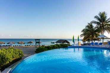 LuxeGetaways - 25 Poolside Experiences - Luxury Hotel Pools - Jewel Resorts