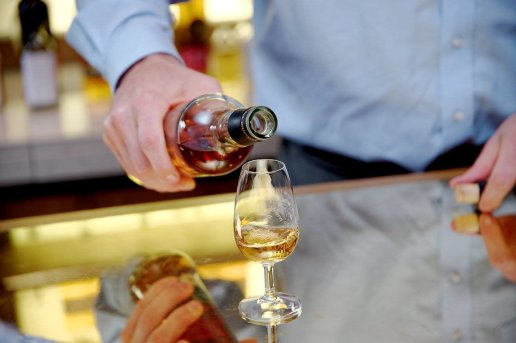 LuxeGetaways - Luxury Travel - Luxury Travel Magazine - Luxe Getaways - Luxury Lifestyle - Luxury Villa Rentals - Affluent Travel - Single Malt - Whisky Tour Scotland - Tricia Conover - Loch Lomond