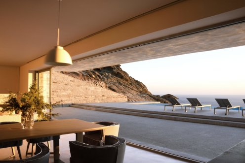 LuxeGetaways - Luxury Travel - Luxury Travel Magazine - Luxe Getaways - Luxury Lifestyle - Luxury Villa Rentals - Villas with Forever Views - Luxe Villas - Luxury Rentals - Greece - Aetos - Mylopotas - Island of Ios - Cyclades - Views