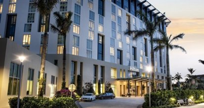 LuxeGetaways - Luxury Travel - Luxury Travel Magazine - Luxe Getaways - Luxury Lifestyle - 18 Nighttime Travel Experiences - Hotel Nighttime Experiences - Hilton West Palm Beach