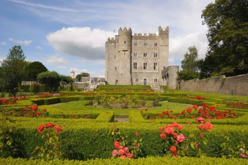 LuxeGetaways - Luxury Travel - Luxury Travel Magazine - Luxe Getaways - Luxury Lifestyle - Fall/Winter 2017 Magazine Issue - Digital Magazine - Travel Magazine - Kilkea Castle - Ireland