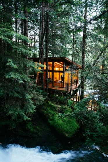 LuxeGetaways - Luxury Travel - Luxury Travel Magazine - Luxe Getaways - Luxury Lifestyle - Nimmo Bay Wilderness Resort - Canada - Adventure Travel