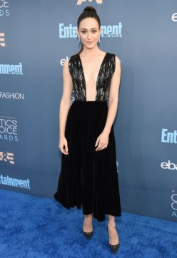 emmy-rossum-in-giorgio-armani-and-arzano-earrings-getty-the-luxe-lookbook
