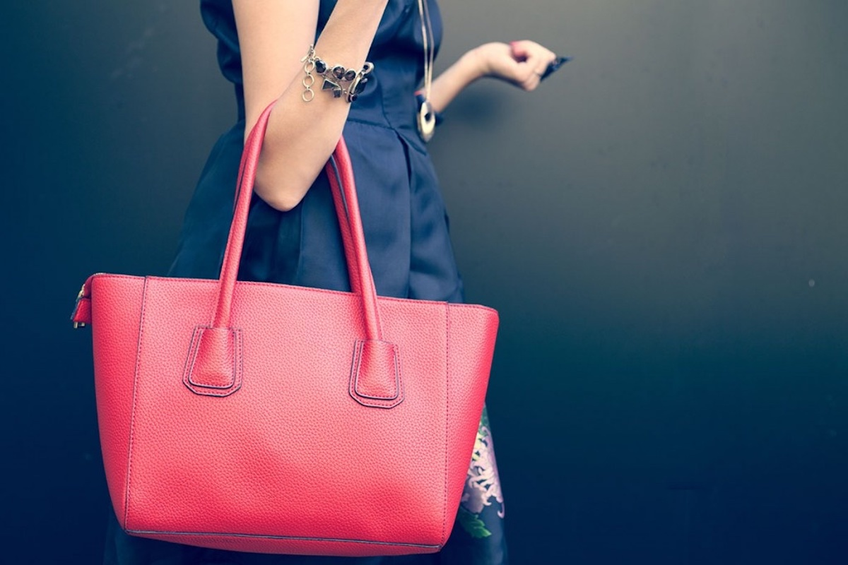 The Benefits of a Having a Huge Handbag