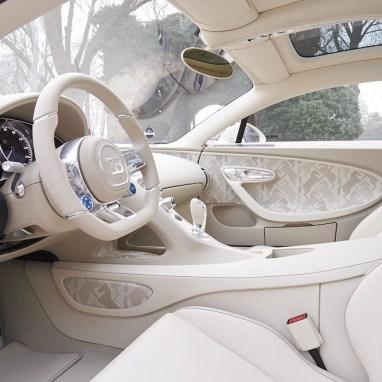 LuxExpose Bugatti_Chiron_habillé_par_Hermès_7