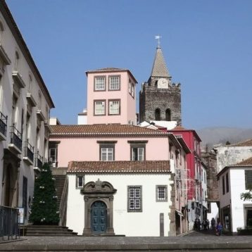 City walking tour Funchal to must-see places.