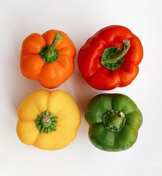 Poivrons rouge, vert, jaune et orange