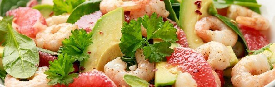 Salade d'avocat et pamplemousses aux crevettes