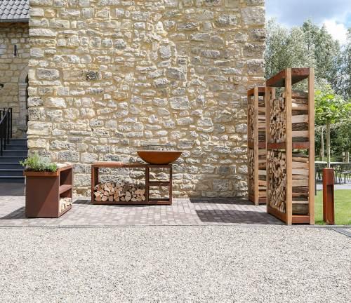Quoco Piatto Tavolo Corten outdoor kitchen setting