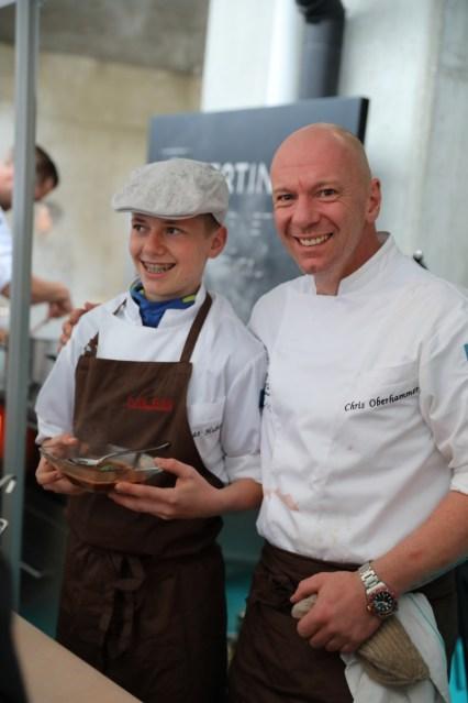 Chris Oberhammer mit Lehrling auf dem Klaudehof beim Gourmetfestival Hochpustertal 2018