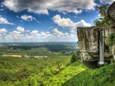 Georgia Clouds Rock - Luxuria Travel & Events