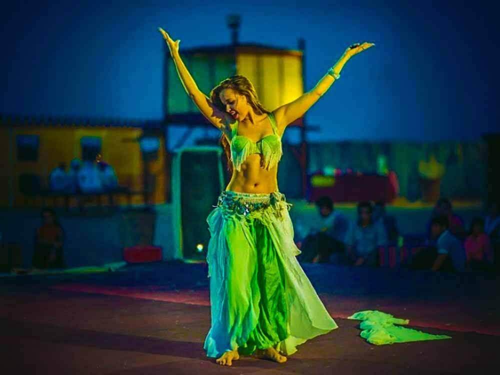 Safari Belly Dancer - Luxuria Tours & Events