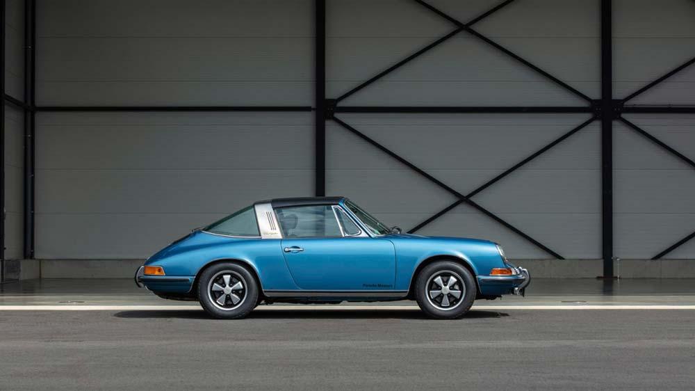 Porsche-911-targa-from-1970-blue