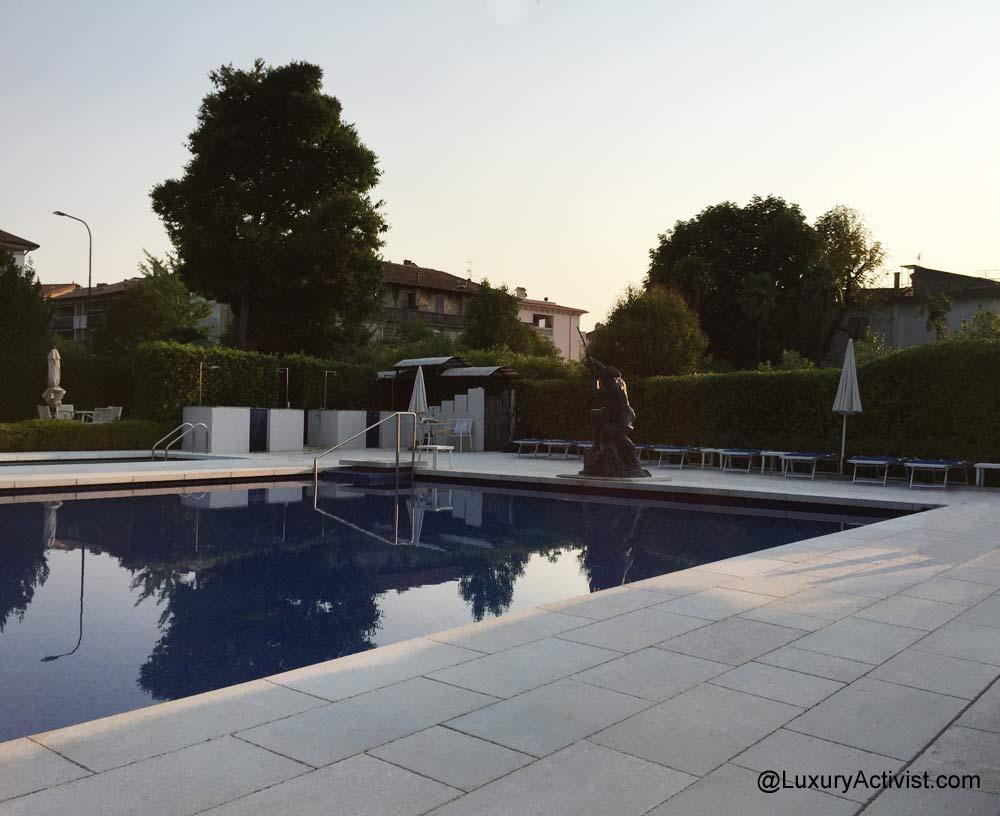 Acquaviva-del-garda-swimmingpool-evening