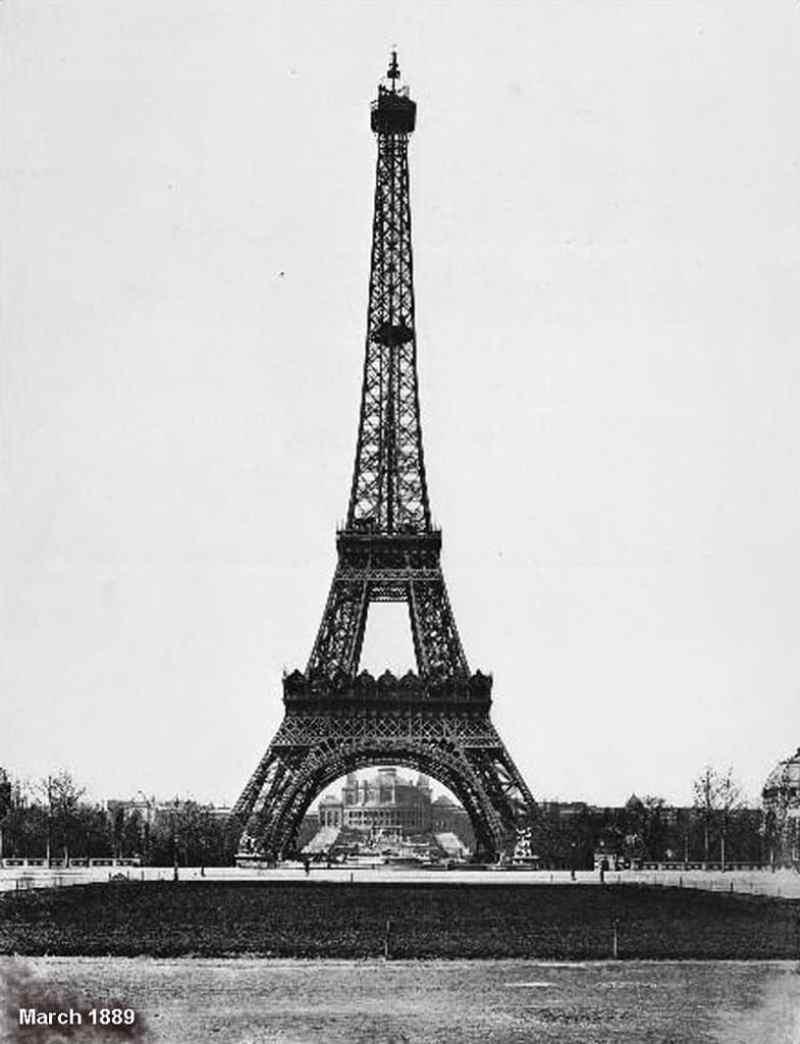 Eiffel-Tower-Construction-4