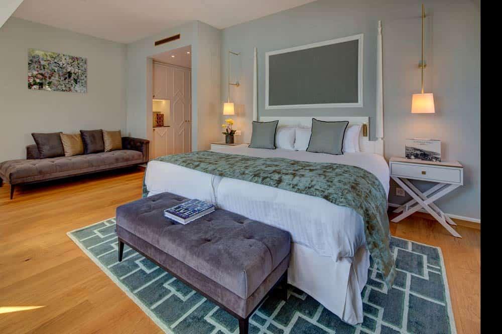 Fairmont-Le-Montreux-Palace-bedroom