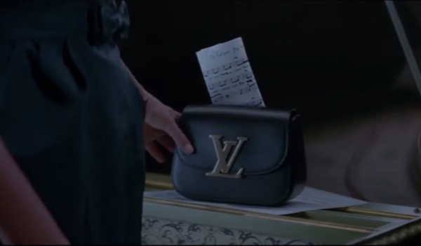 Louis-Vuitton-Film-arizona-Muse-end-with-bag