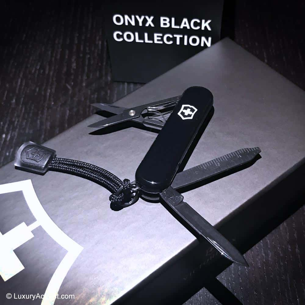 Victorinox-Onyx-Black-Collection-signature-lite-reviews