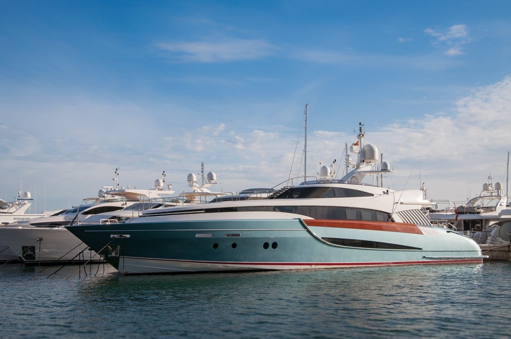 Yacht-travel-guide