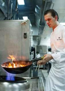 Danske Mads Wolff tryller med asiatisk kogekunst på den prisbelønnede Spice Market på luksushotellet W Doha. Restauranten er inspireret af det vietnamesiske gadekøkken.