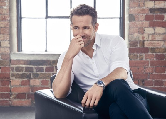 Den populære skuespiller Ryan Reynolds er ambassadør for Piaget. Han mener selv, at urets sporty design passer godt til hans aktive liv.