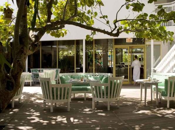 Morgenmaden på The Standard nydes bedst på terrassen, hvor hotellets egne juicer serveres.