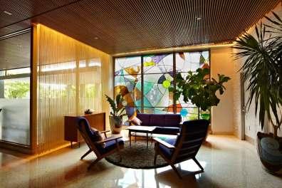 Lobbyen er præget af cool 60'er-stemning og danske møbeklassikere.