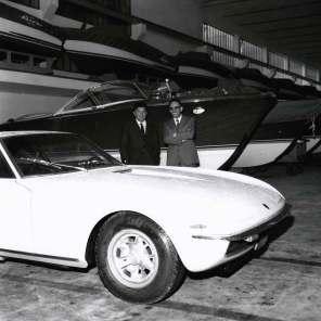 Ferruccio Lamborghini og Carlo Riva i 1968, da de aftaler at bygge den berømte speedbåd. Sidstnævnte lever i øvrigt i bedste velgående, og han kom med værdifulde input under renoveringen af båden.