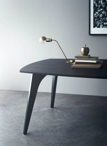 Som enhver god lyd skal et godt borddesign også være godt sammensat. Med bordserien Jazz ønsker Erik Bagger at omfavne designprocessen og integrere den i det endelige resultat. Priser fra 11.995 kr.