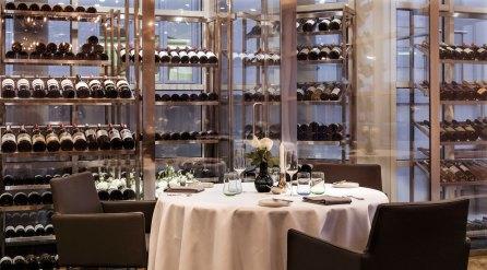 Alt er stilistisk smukt og yderst velsmagende, ligesom de kompetente tjenere kan supplere med eminente vine.