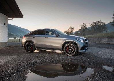 Mercedes-Benz har relanceret ML-klassen, som nu hedder GLE. GLE Coupé er den frække variant, der skal ses som en direkte konkurrent til den populære BMW X6.