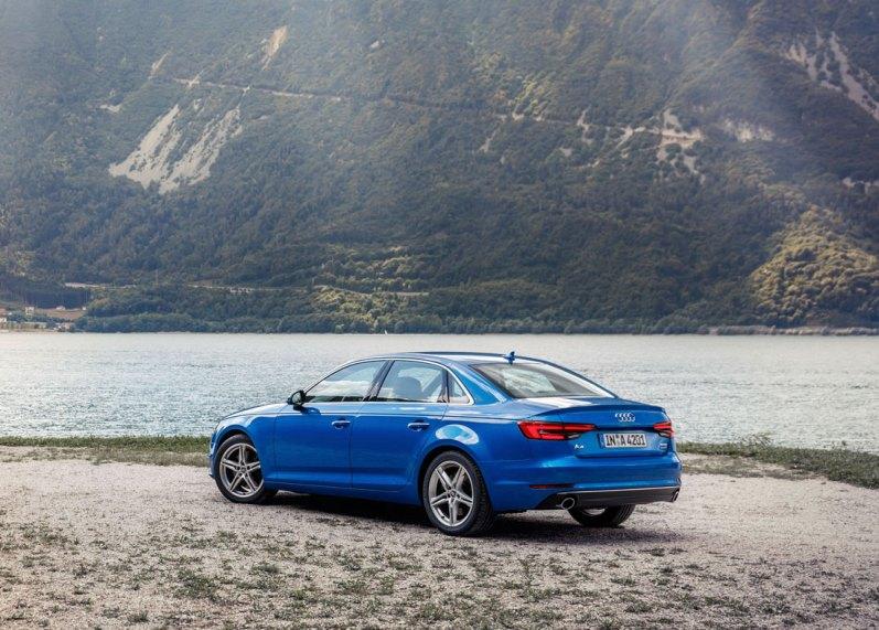 Den nye Audi A4 har vokset sig stor og stærk, både hvad angår dimensioner, motorer og udstyr. Priserne starter ved 490.000 kr. for en 1,4 TFSI med 150 hestekræfter.
