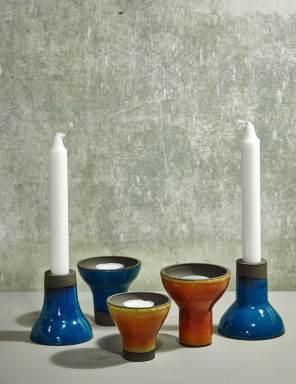 Der findes mange andre ting i Trine Fournais' lille butik end kopper og tallerkner, bl.a. lysestager. Keramikeren arbejder desuden på at lancere et spændende lampekoncept.