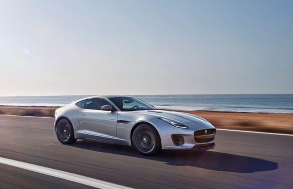 Den sexede F-Type har fået en opfriskning og fås stadig i et utal af varianter med helt op til 575 hk.