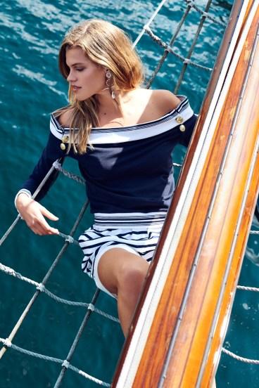 Sweater, Pierre Balmain, 3.468 kr. Shorts, Dolce & Gabbana, 4.800 kr. Øreringe, Erdem fra Lot#29, 2800 kr