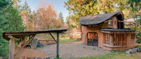 cob cottage mayne island airbnb