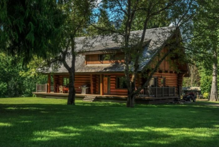 Mckay Creek Chalet and Cabin 1