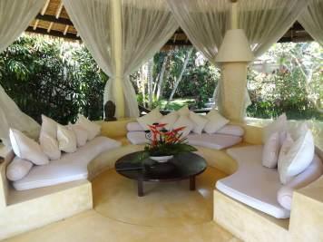 angela-asia-bali-luxury-travel-blog-best-bali-honeymoon-package-villa-mathis-romantic-seminyak-40