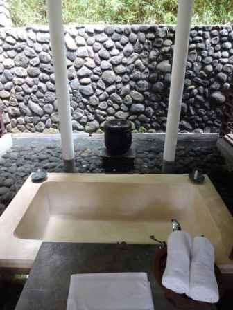 best-5-star-hotel-villa-ubud-alila-bali-luxury-bucket-list-blog-angela-carson-15