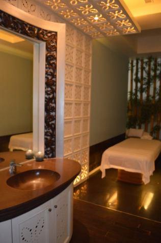best-5-star-hotel-sheraton-kuta-beach-luxury-oceanfront-suites-video-review-41