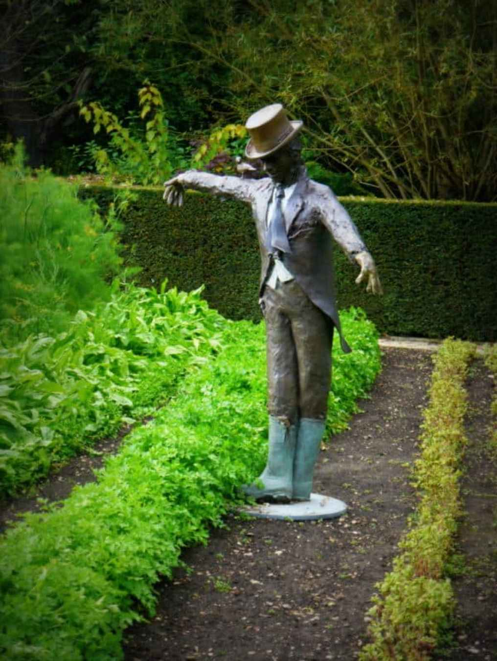 Le Manoir scarecrow - Luxury Columnist