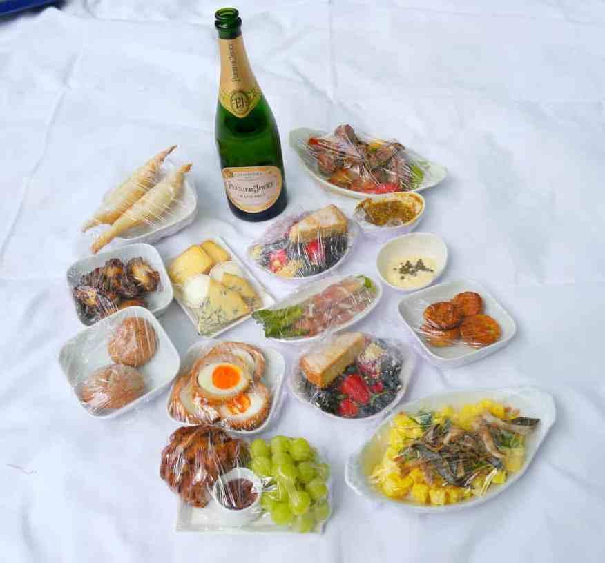 Dukes Hotel London champagne picnic